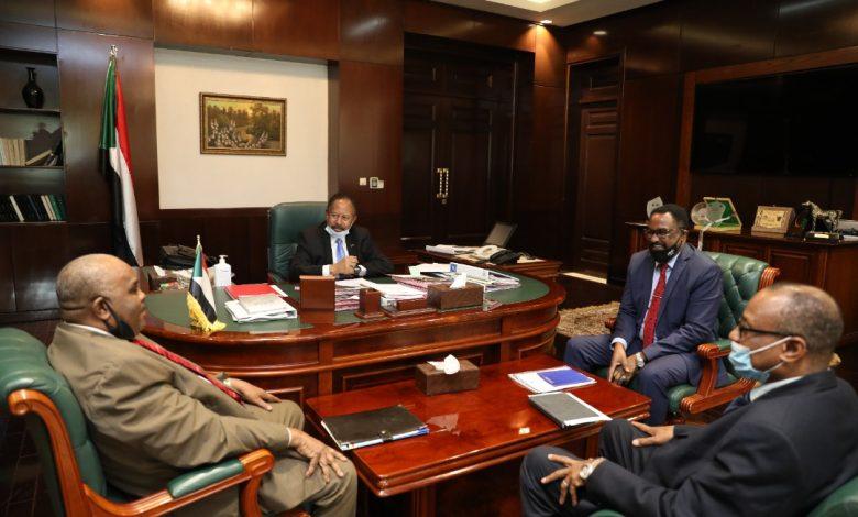 صورة السودان: حمدوك يوجه بمعالجة قرار استيراد السيارات