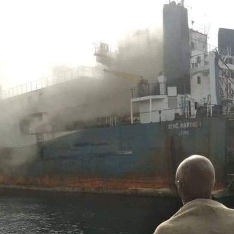 صورة (السودان الآن) يكشف تفاصيل حريق باخرة بميناء بورتسودان