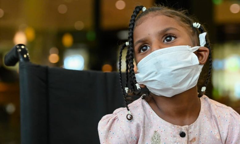 صورة السودان: أخيراً .. الطفلة سبأ تمشي على قدمين