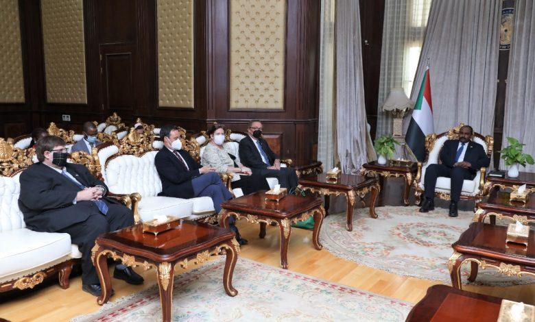 صورة السودان: وفد أمريكي رفيع يلتقي بأعضاء من مجلس السيادة